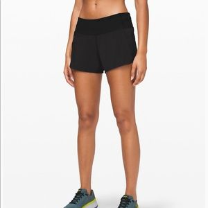 Black Lululemon run times shorts 2